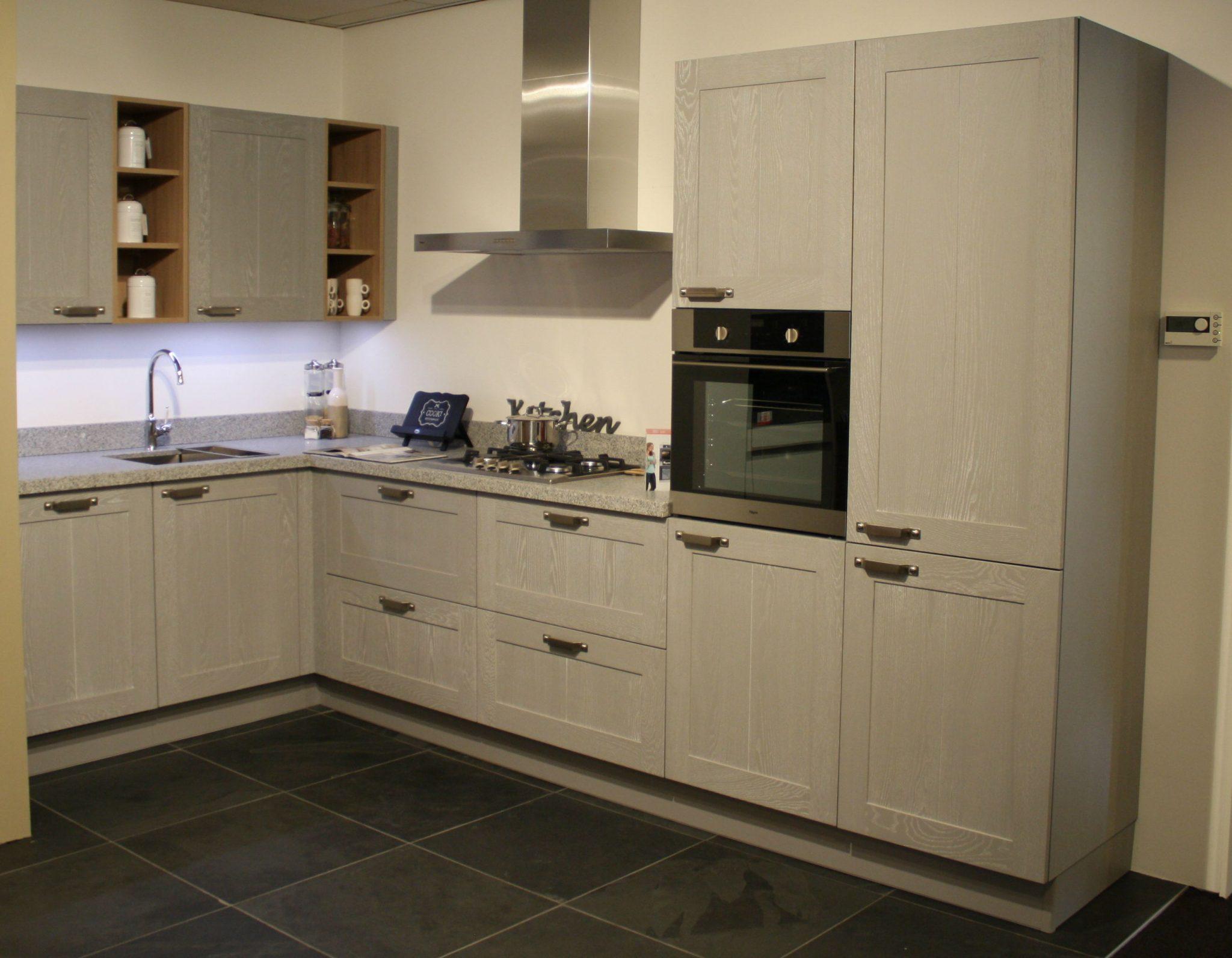 Grijze Houten Keuken : Keuken hout met kader bkb keukens