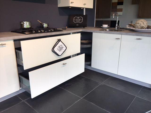 Houten Keuken Beton : Keuken met schiereiland bkb keukens