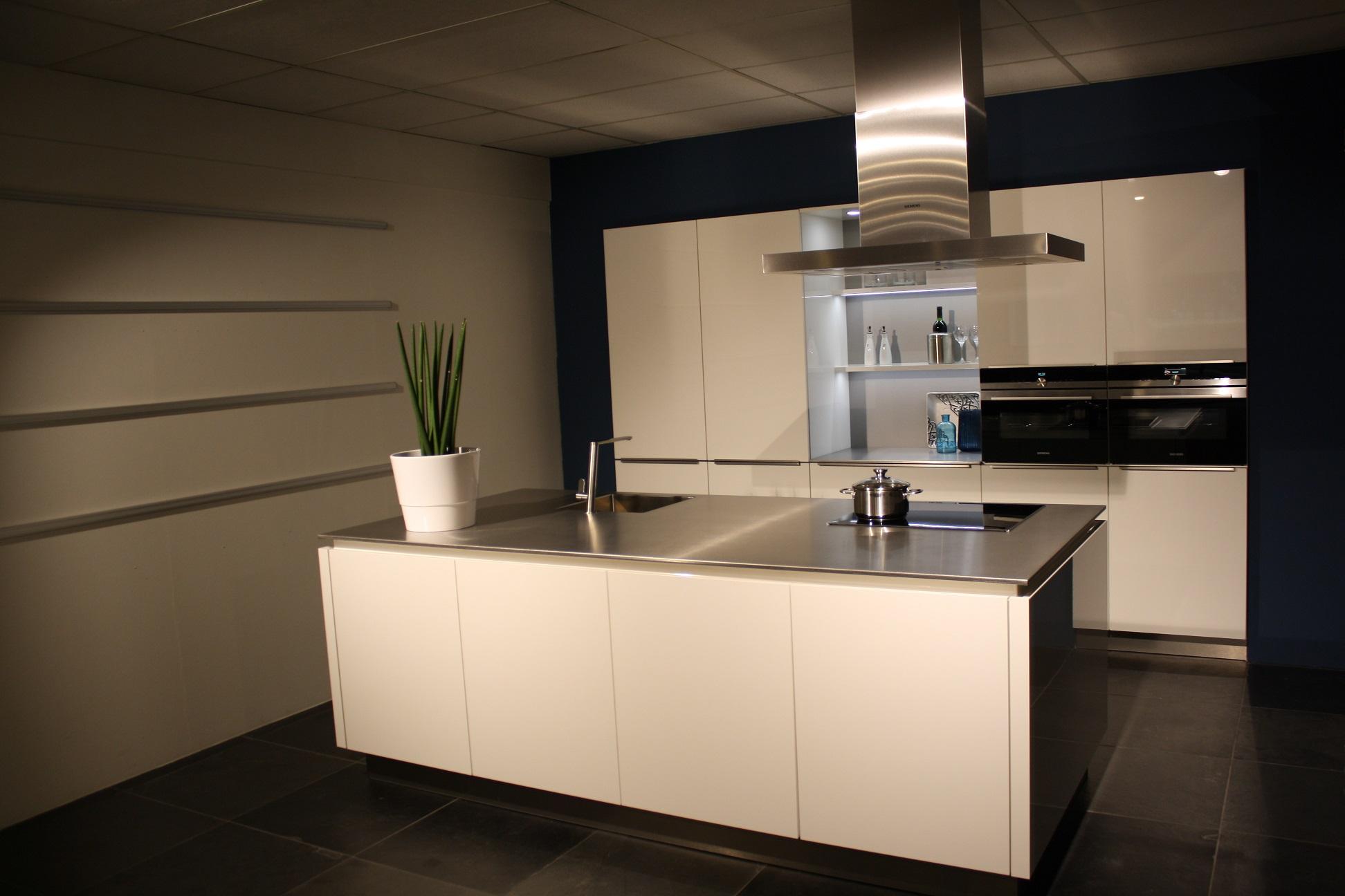 Hoogglans Wit Keuken : Eiland keuken hoogglans wit bkb keukens